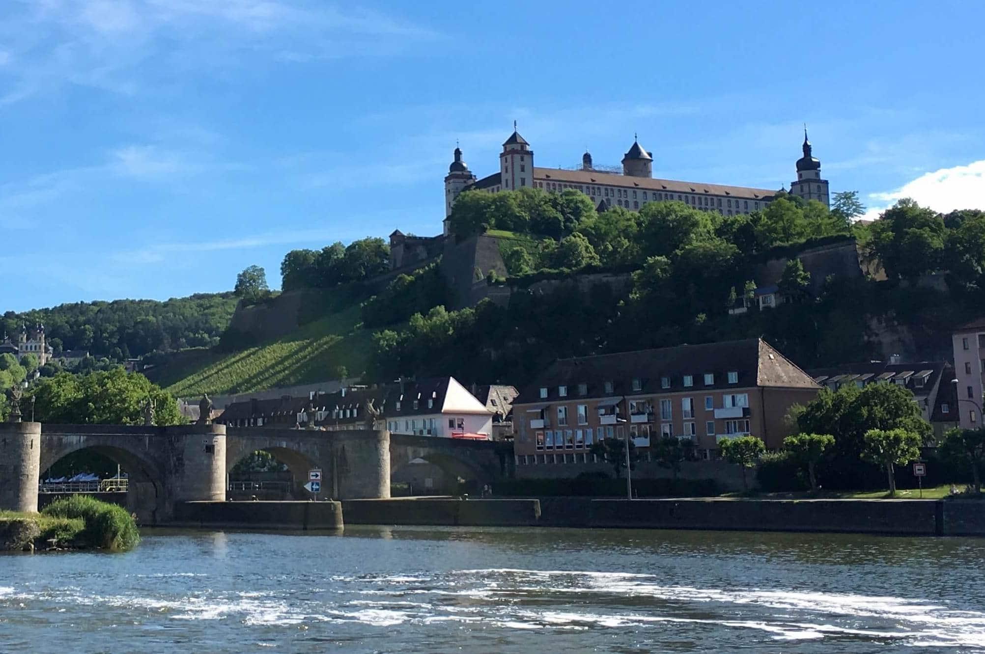 Festung Marienberg vom Main aus gesehen