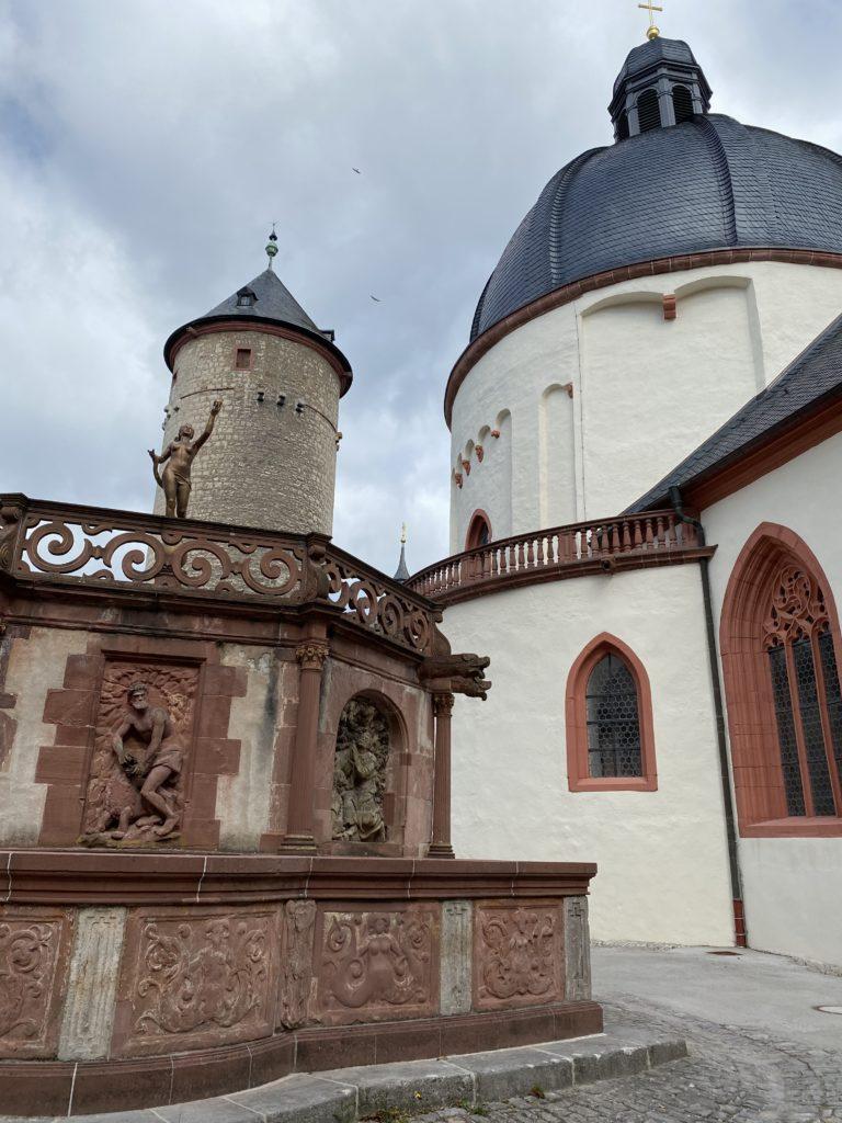 Brunnenhaus im Festungshof