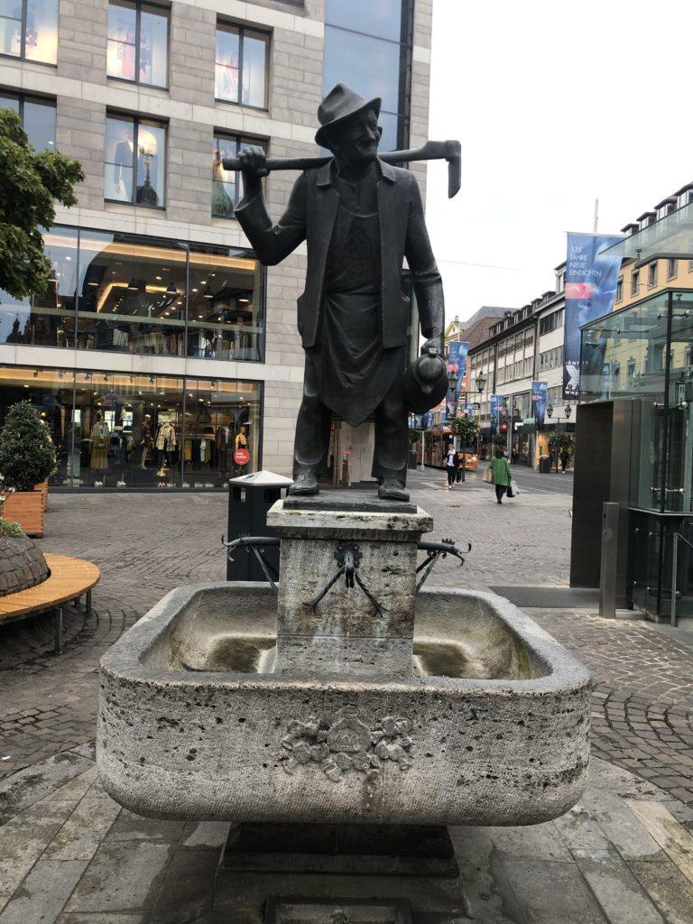 Häckerbrunnen vorne