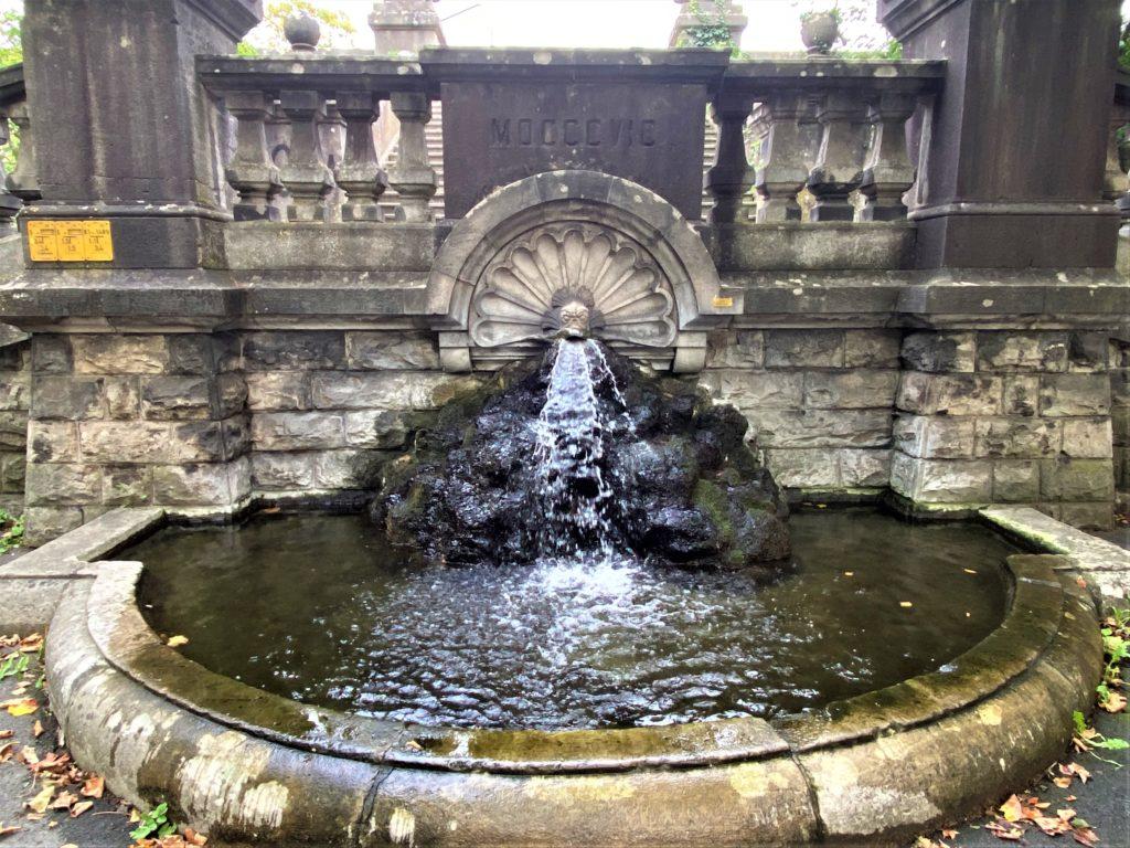 Brunnen an der Löwenbrücke