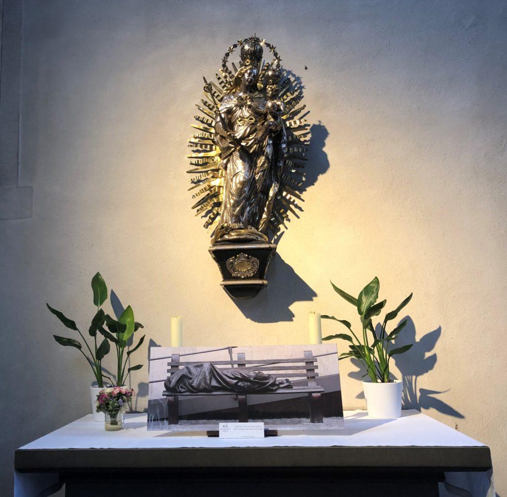 Marienkapelle Gebetstisch mit heilige Maria