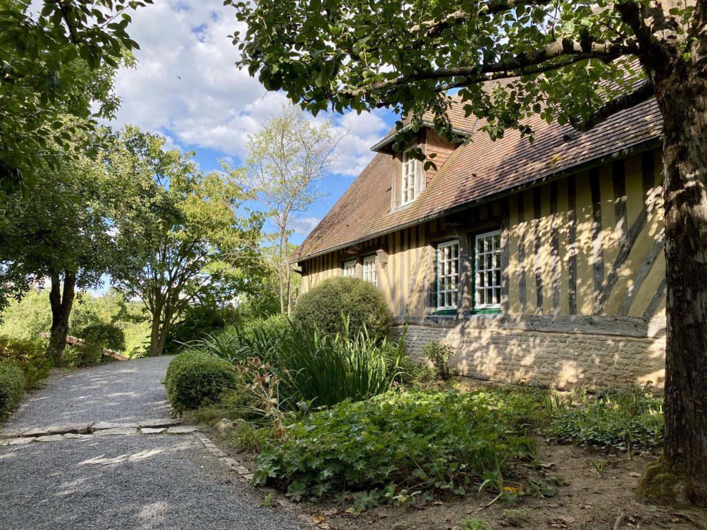 Das normannische Landhaus im Landesgarenschaupark in der Zellerau.