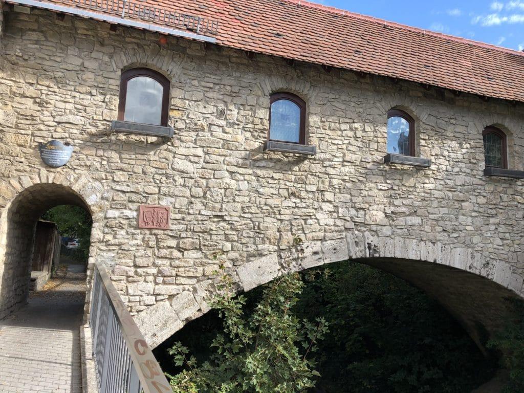 Alte Stadtmauer am Heigelsbach in Heidingsfeld