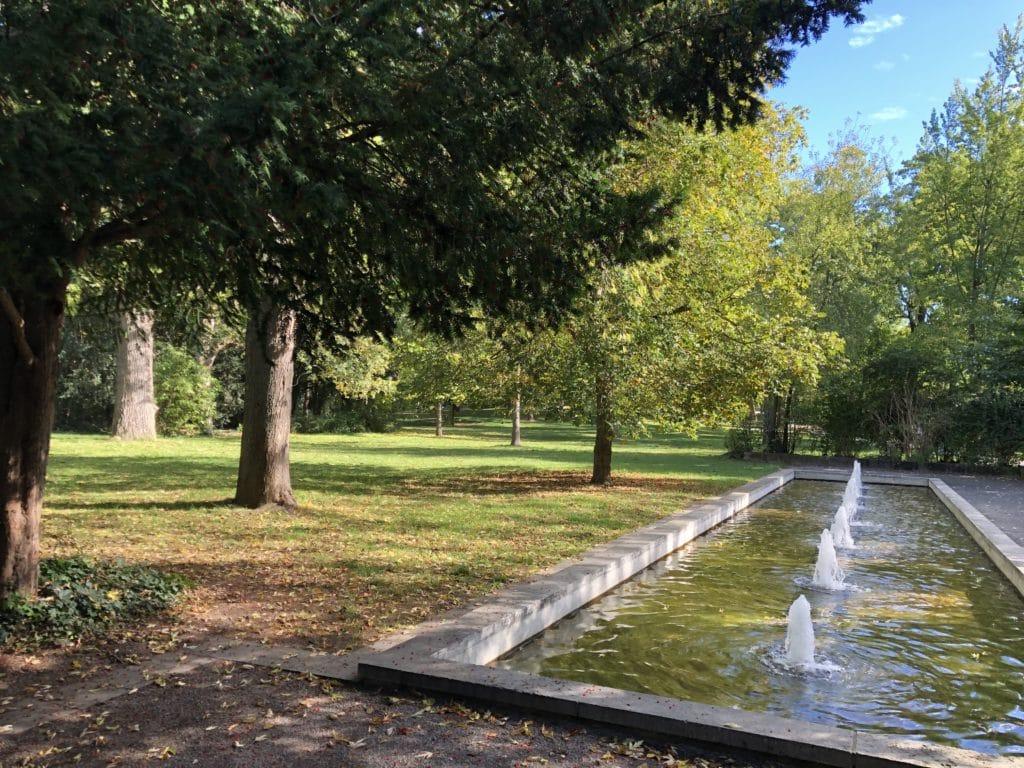 Wasserspiel und Springbrunnen