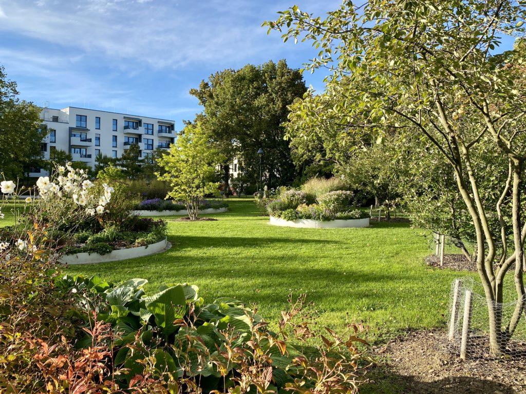 Blick über die Beete des alten Parks im Landesgartenschaugelände von 2018