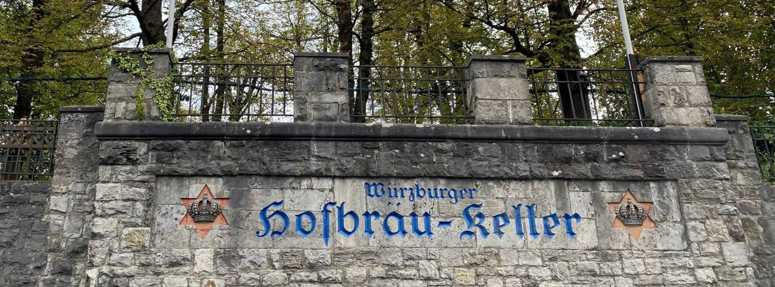 Mauer mit Schriftzug des Hofbräukellers in Würzburg