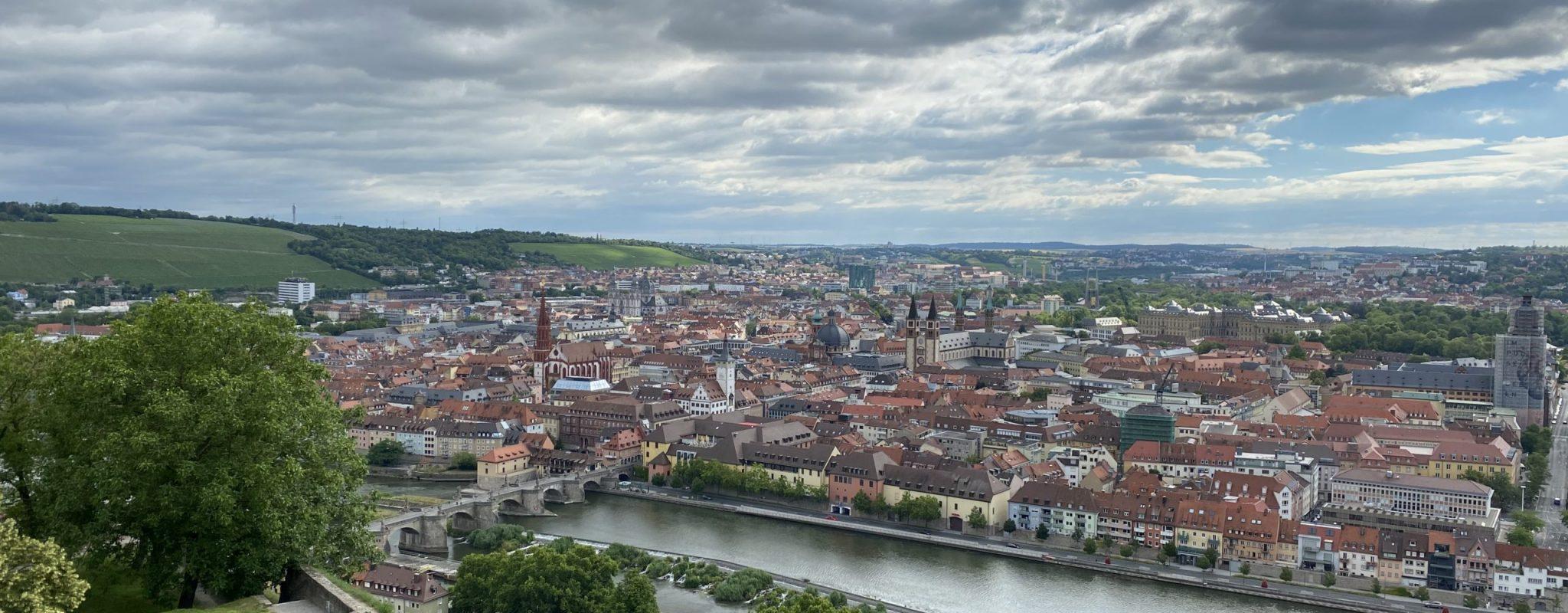 Aussicht vom Festungsberg auf die Stadt Würzburg
