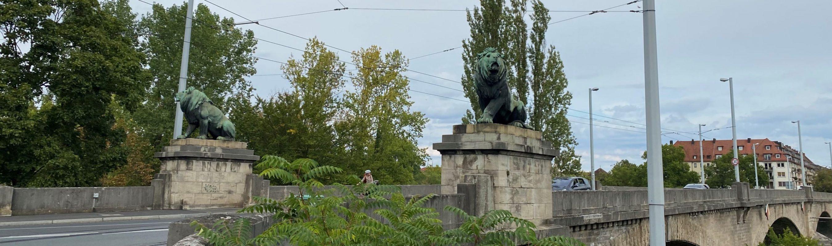 Zwei Löwen auf der Löwenbrücke