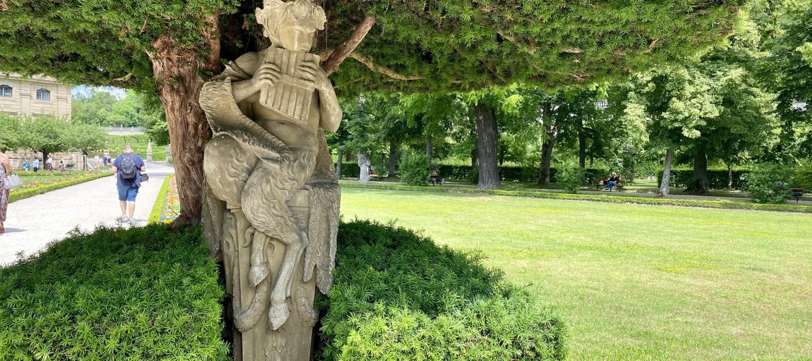 Eine der Statuen im Südgarten.
